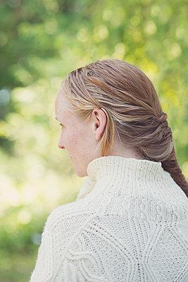 profile portrait of a young woman - p1323m1590473 von Sarah Toure