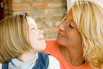 Tochter und Mutter - p3050132 von Dirk Morla