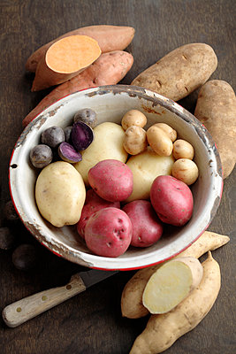Various potatoes in bowl - p555m1478229 by John Block