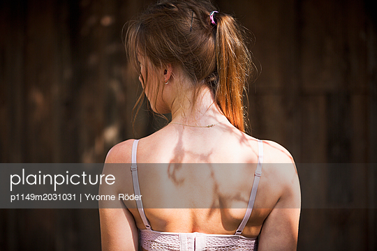 Back of a young woman - p1149m2031031 by Yvonne Röder