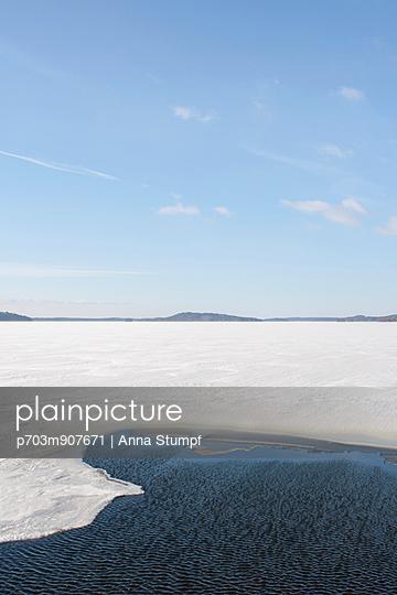 Frozen lake - p703m907671 by Anna Stumpf