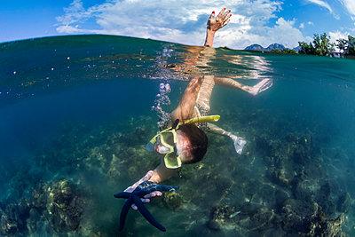 Woman holding starfish while snorkeling,Perebutan, Bali, Indonesia - p1166m2202336 by Konstantin Trubavin