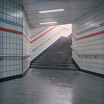 U-Bahn-Eingang - p1180117 von Daniel Sadrowski