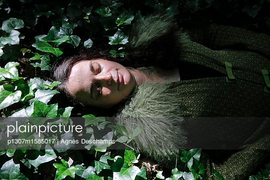 Schlafende Schönheit - p1307m1585017 von Agnès Deschamps