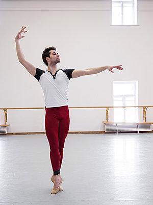 Ballett dancer - p390m2053581 by Frank Herfort