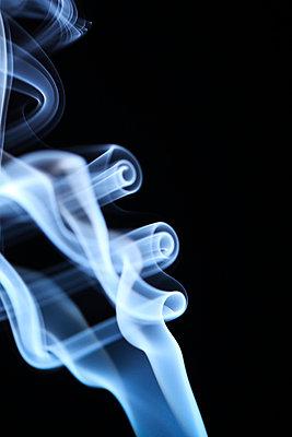 Rauchformen - p179m741598 von Roland Schneider
