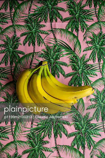 Bananas on a palm tree patterned tablecloth - p1199m2100313 by Claudia Jestremski