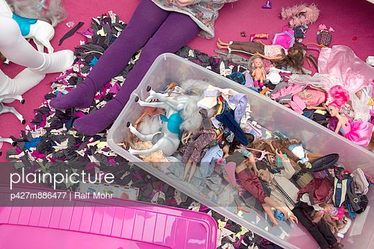 Mädchen-Spielzeug I - p427m886477 von R. Mohr