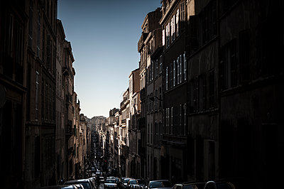 Sun shining in a dark street - p1007m1134122 by Tilby Vattard