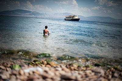 Bathing at Bosphorus - p1007m959909 by Tilby Vattard