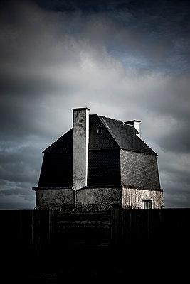 Alte Scheune im Dämmerlicht - p248m989920 von BY