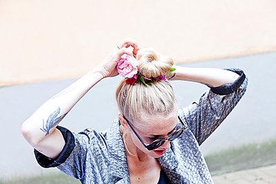 Hair tie - p1027m892244 by Carola Björk