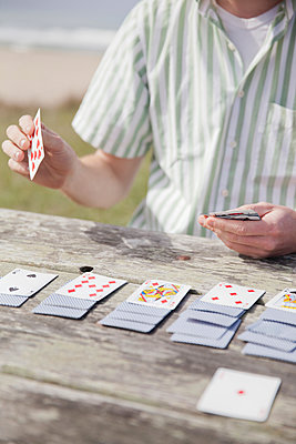 Man playing cards - p956m1044291 by Anna Quinn