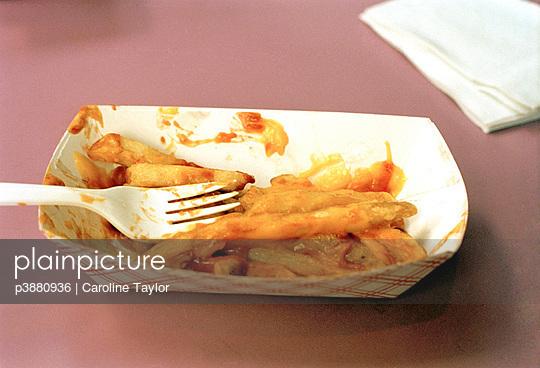 Pommes mit Ketchup - p3880936 von Caroline Taylor