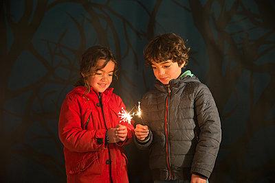 Children holding sparklers - p1231m1525108 by Iris Loonen