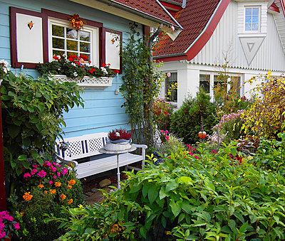 Garden bench - p979m1035117 by Grigoleit, Andreas