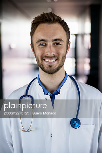 Confident male doctor with stethoscope at hospital - p300m2273729 by Buero Monaco