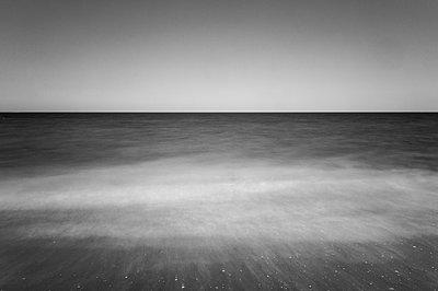 Atlantik bei Langzeitbelichtung IV - p1079m856420 von Ulrich Mertens