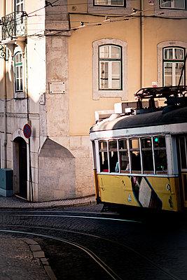 Historical tram in Lissabon - p795m2053897 by Janklein