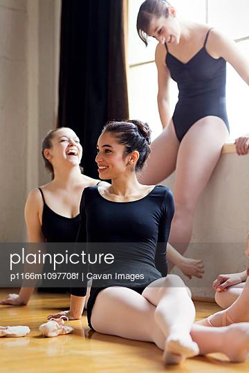 Smiling ballet dancers