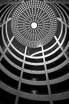 Cupola roof, parking garage, Hamburg - p1686m2288733 by Marius Gebhardt