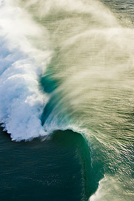 A Beautiful Wave Breaking Towards The Shoreline At Pipeline On The North Shore Of Oahu - p343m1218018 by Sean Davey
