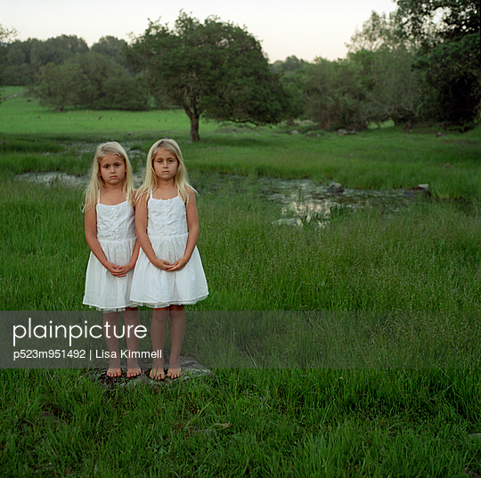 Twins  - p523m951492 by Lisa Kimmell