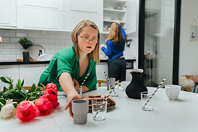 Teenage girl preparing table - p312m2080690 by Anna Roström
