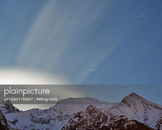 Bergpanorama im Mondlicht - p1124m1150007 von Willing-Holtz