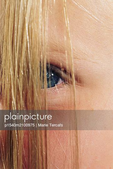Teenager's eye - p1540m2100975 by Marie Tercafs