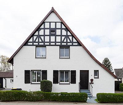 """Haus in der Arbeitersiedlung """"Dahlhauser Heide"""" in Bochum - p105m1025437 von André Schuster"""