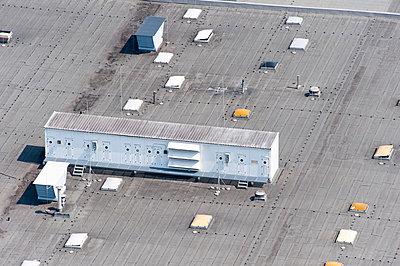 Klimaanlage auf Industriedach - p1079m995526 von Ulrich Mertens