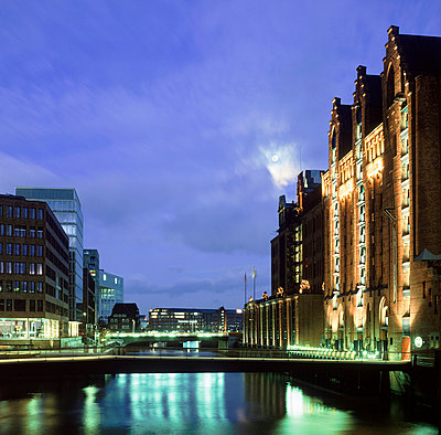 Warehouse district in Hamburg - p324m943360 by Alexander Sommer