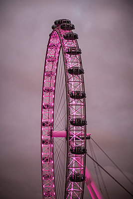 Great Britain, London Eye - p1256m2099747 by Sandra Jordan