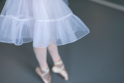 Blurry detail of a ballerina en pointe. - p1433m2019984 by Wolf Kettler