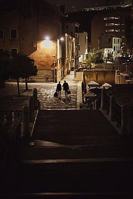 Venedig bei Nacht - p600m2076874 von Laura Stevens