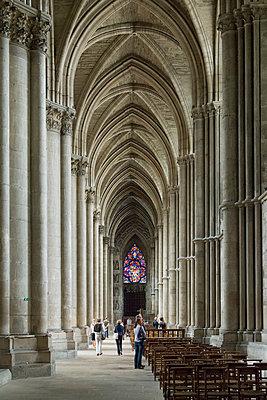 Gothic interior of the Reims Cathedral - p1216m2186946 von Céleste Manet