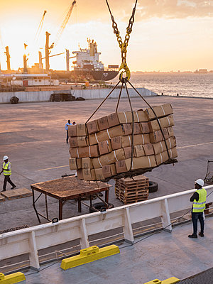 Shipment - p390m2032044 by Frank Herfort