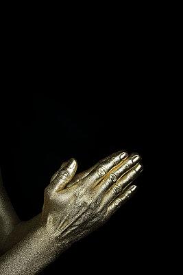 Gold Finger - p427m1110704 von R. Mohr
