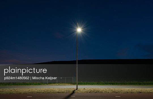 Illuminated lamp post at night, Terneuzen, Zeeland, Netherlands, Europe - p924m1480562 by Mischa Keijser