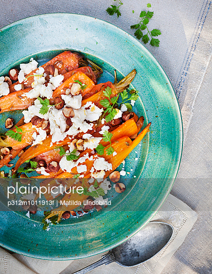 Roasted carrot with feta cheese on plate - p312m1011913f by Matilda Lindeblad