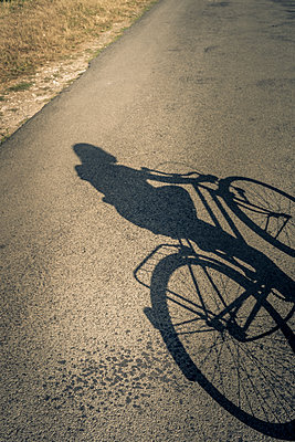 Cycle around - p1402m2115426 by Jerome Paressant