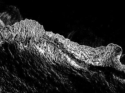Wellen und Gischt, Luftaufnahme - p1455m2204533 von Ingmar Wein