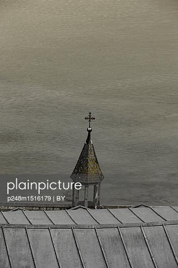 Glockentürmchen - p248m1516179 von BY