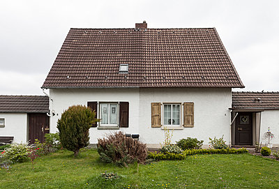 """Haus in der Arbeitersiedlung """"Dahlhauser Heide"""" in Bochum - p105m1025451 von André Schuster"""
