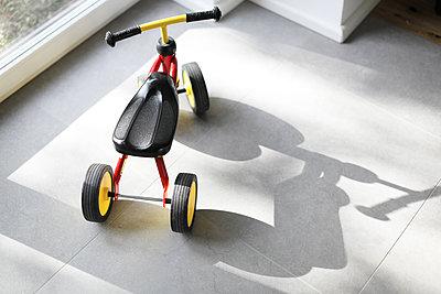 Laufrad mit Schatten - p1258m2021276 von Peter Hamel