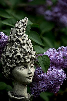Garden sculpture - p958m2100143 by KL23