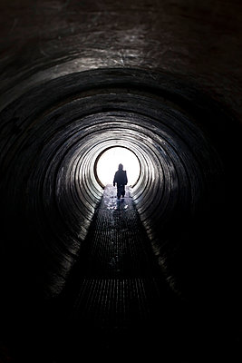 Child walking through a tunnel - p756m787369 by Bénédicte Lassalle