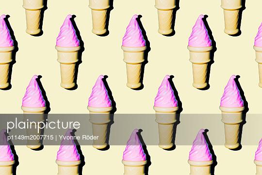 Soft ice cream - p1149m2007715 by Yvonne Röder