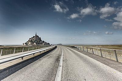 Zufahrt zum Mont-Saint-Michel - p248m1355132 von BY